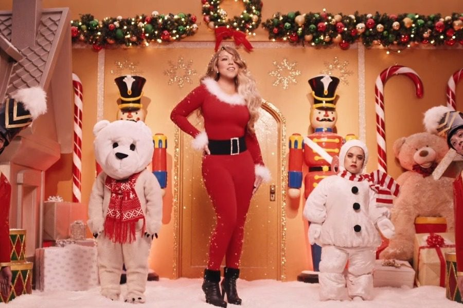 All I Want for Christmas: Η Mariah Carey επέστρεψε με ένα βίντεο κλιπ υπερθέαμα