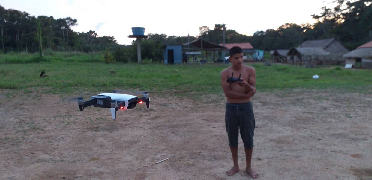 https://www.thestar.com.my/tech/tech-news/2020/03/06/flying-high-brazilian-tribe-keeps-watch-over-forest-with-drones