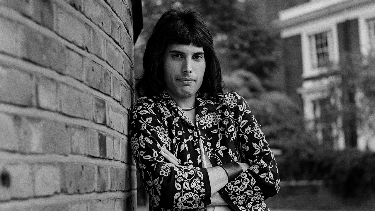 https://www.loudersound.com/features/10-peculiar-facts-you-might-not-know-about-freddie-mercury
