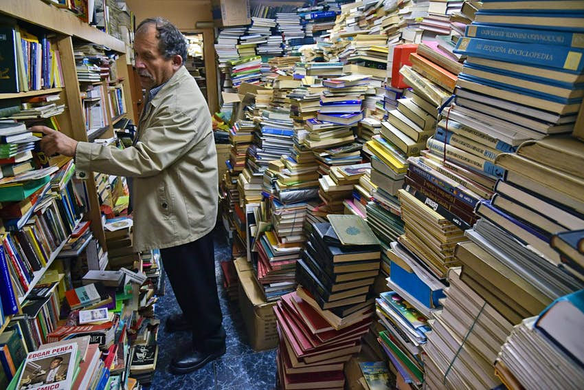 https://www.lonelyplanet.com/articles/dustbin-man-colombia-built-free-library