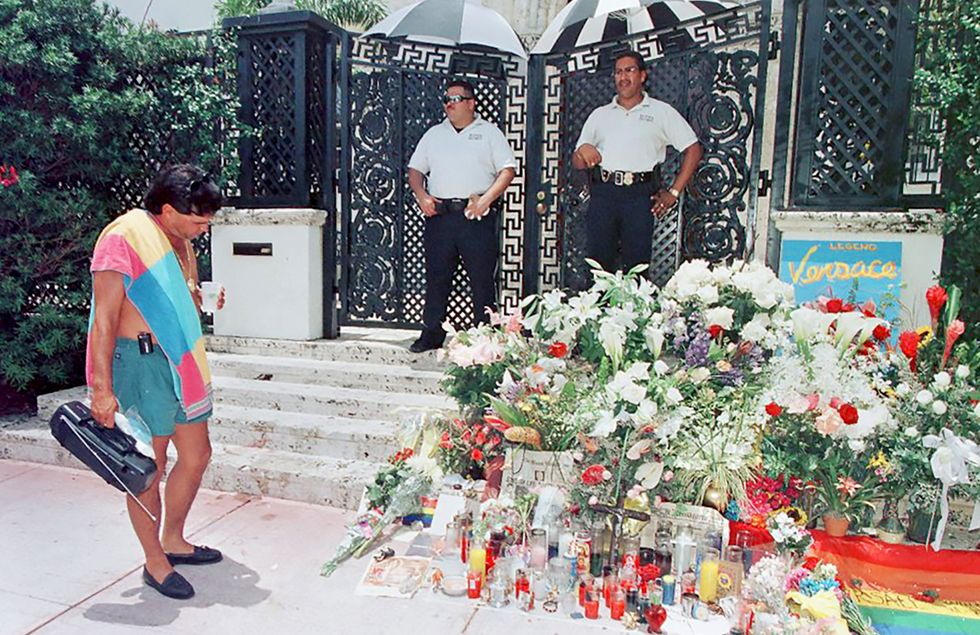 https://www.townandcountrymag.com/style/fashion-trends/a15045343/gianni-versace-murder-death-true-story/
