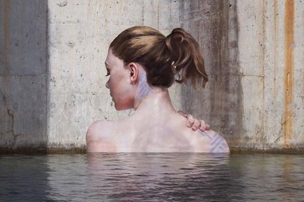 Βλέπετε μια γυναίκα στο νερό; Δείτε καλύτερα!