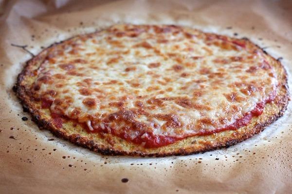 Μια πίτσα με ελάχιστες θερμίδες: Φτιάξτε ζύμη από κουνουπίδι!