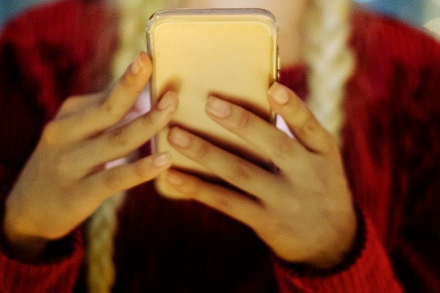 Το απίστευτο κόλπο των Μεξικανών για να μην τους κλέβουν τα κινητά στο δρόμο