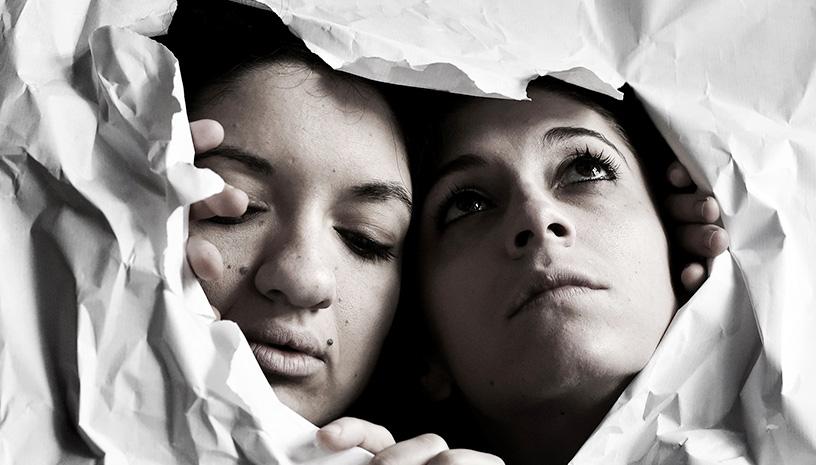 «Κοιμάμαι και άλλες ιστορίες» στο θέατρο 104