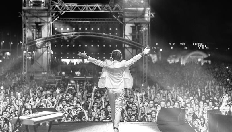 Ο Κωστής Μαραβέγιας στην Πλατεία Νερού για την πιο καλοκαιρινή συναυλία
