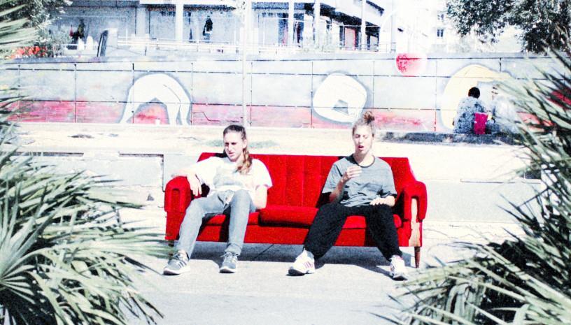 Μήνις, η επανάσταση του καναπέ