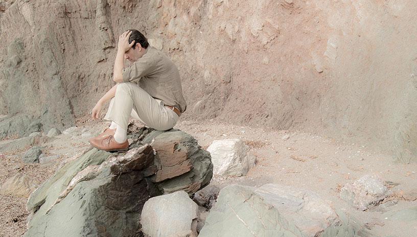 O Ξένος του Αλμπέρ Καμύ κάνει πρεμιέρα στο Από Μηχανής Θέατρο, τον Οκτώβριο