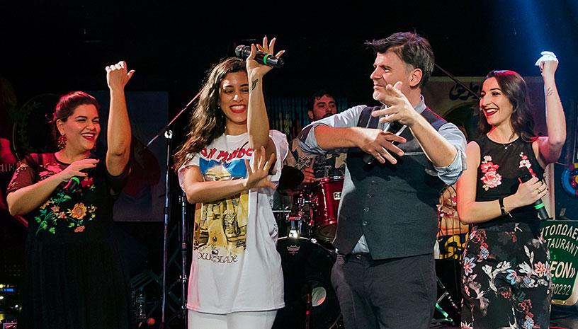 Ο Φοίβος Δεληβοριάς, η Μαρίνα Satti & οι Fones τραγουδούν για εσάς